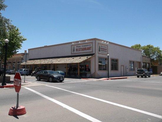 Pine Country Restaurant : Restaurant from across the street