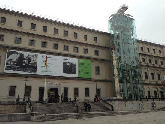 Museo Nacional Centro de Arte Reina Sofía: 外観