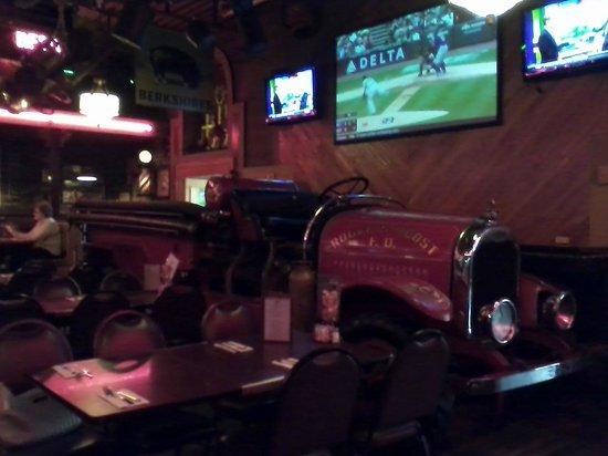 Rogers Roost Restaurant : Atmosphere inside Rogers Roost