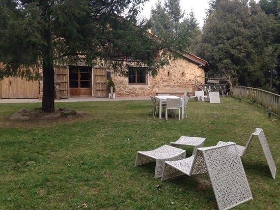 Cabanes als Arbres: The Main Farmhouse