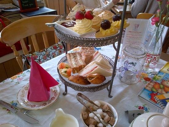 Park Farm Shop and Tea Rooms: afternoon tea