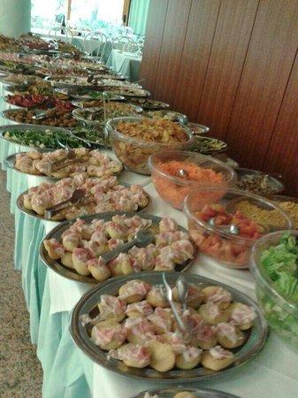 Residence Hotel Paradiso: L'infinito buffet di antipasti