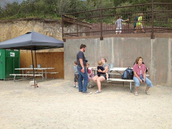 Glenwood Caverns Adventure Park: smokers area