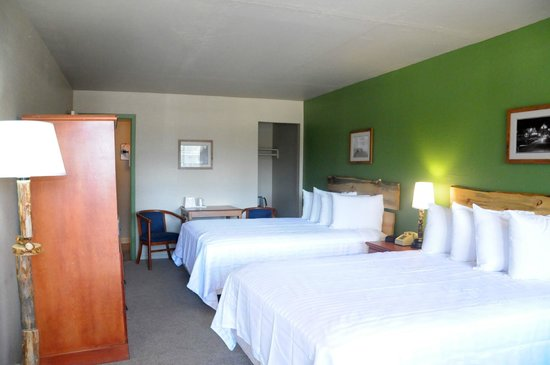 The Trailhead: A newly renovated two queen guest room
