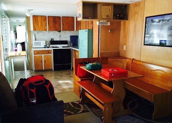 Stoney River Lodge : The Caboose- dining/kitchen