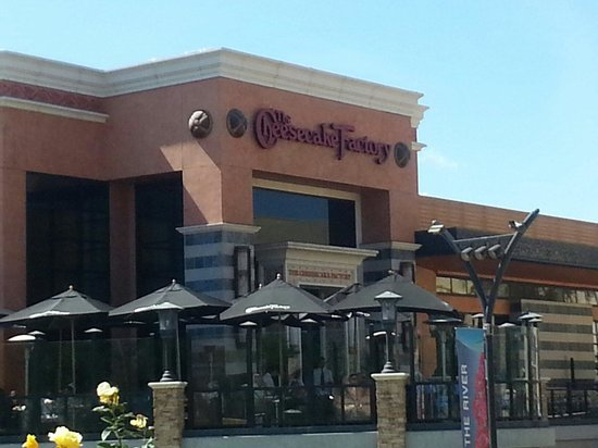 The Cheesecake Factory: Like a mirage in the desert