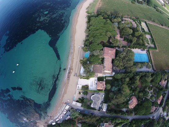 La Pinede Plage: hotel from the sky