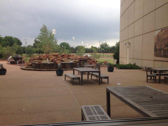 Oklahoma History Center : outside patio area