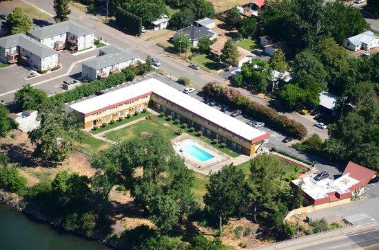 Riverbank Inn : aerial view