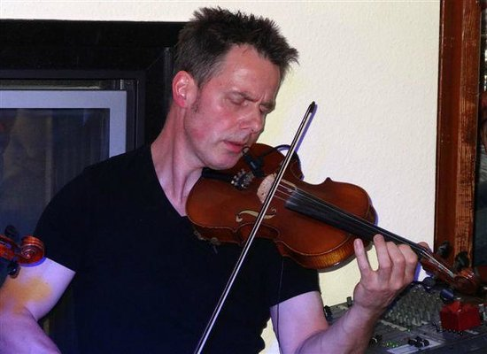 Caledonian Hotel: Le violoniste
