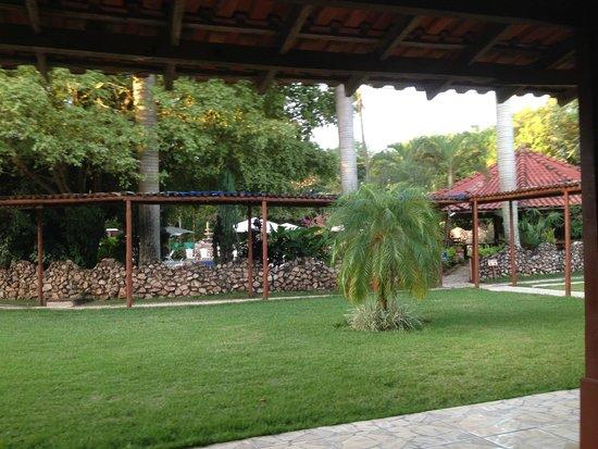 Hotel Pousada Bonsai: Ala do bar e piscina