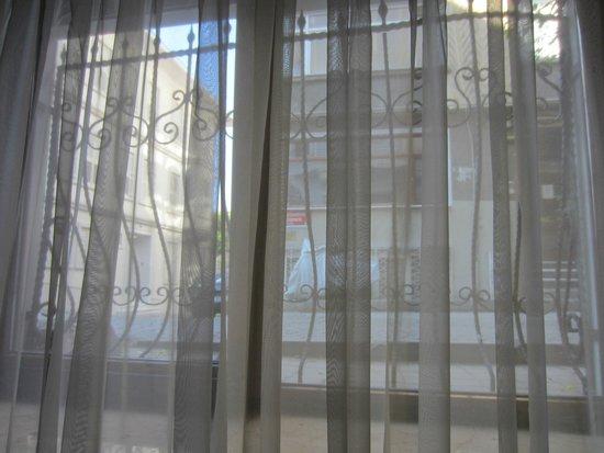 Ferman Sultan Hotel: Vue sur les pavés