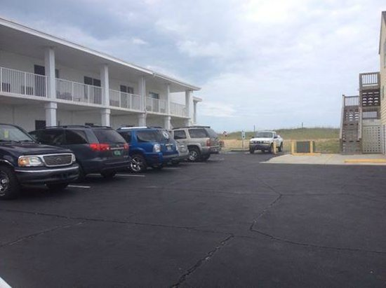 Days Inn Kill Devil Hills Oceanfront - Wilbur: We were in one of the rooms you see here - great access to beach, limited parking