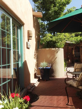 El Farolito B&B Inn: Our private patio
