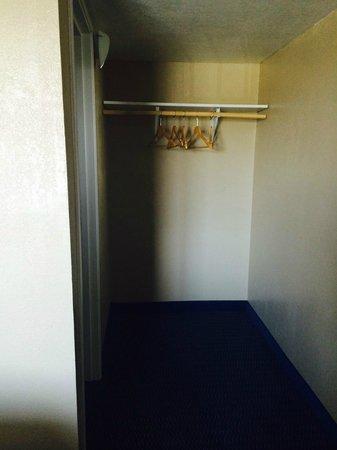Motel One: Closet