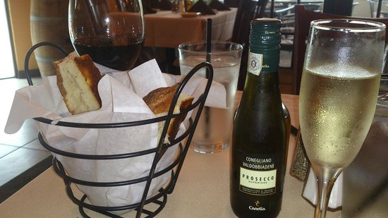 Casa Mia Trattoria Pizzeria: a split of Proseco @ reasonable price