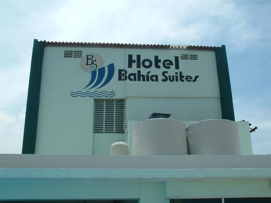 Bahia Suites Hotel : VIEW FROM OUTSIDE