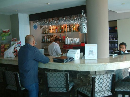 Bahia Suites Hotel: RESTAURANT WITH BAR