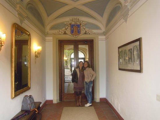 Relais Vignale : Elisabete e Marcia no hall do hotel