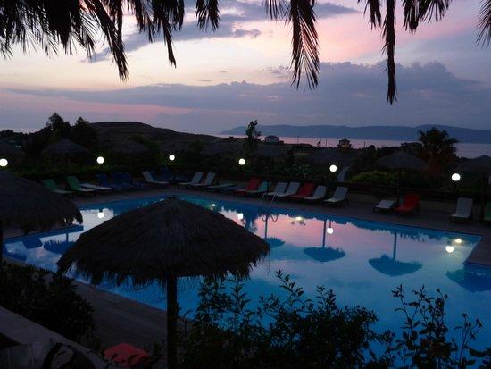 Belvedere Hotel: het zwembad van Belvedère bij zonsondergang