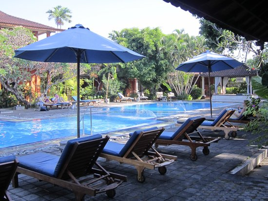 Bumi Ayu Bungalows: View pool
