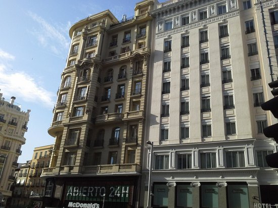 Hostal Luis XV: hotel facing la Gran Via
