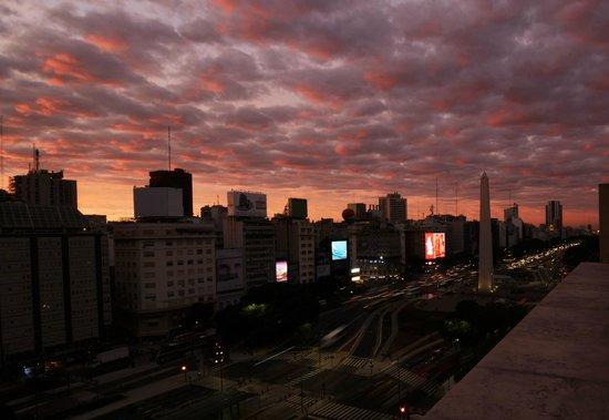 NH Buenos Aires Tango: amancer desde el balcon de la habitacion 901