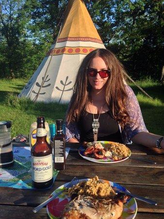 4 Winds Lakeland Tipis: Nice BBQ