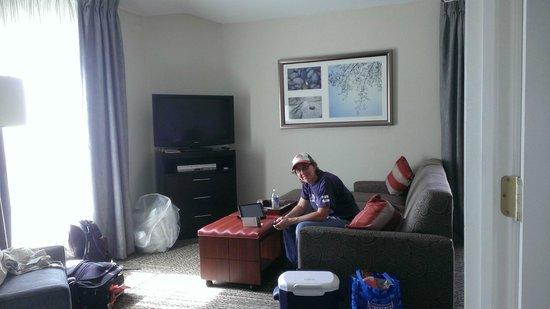 Staybridge Suites Chatsworth: Large living room