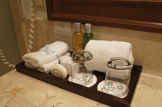 Now Larimar Punta Cana: bandeja com toalhas, shampoo e copos