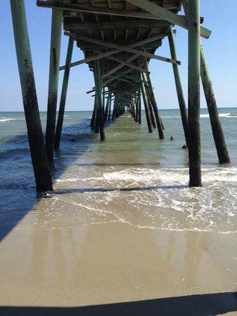 Oceanana Family Motel: Under the pier