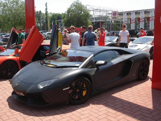 Test Drive Em Maranello: Test Drive Lamborghini Maranello +393428570476  WhatsApp