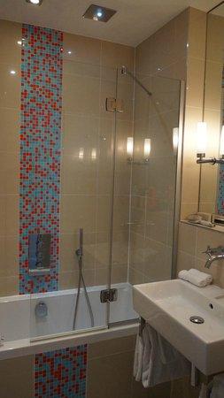 Hotel le Petit Paris : Banheiro da suíte