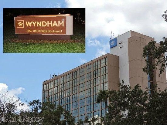 Wyndham Lake Buena Vista Disney Springs Resort Area: Exterior of Wyndham Lake Buena Vista Resort (taken as we walked to Downtown Disney)