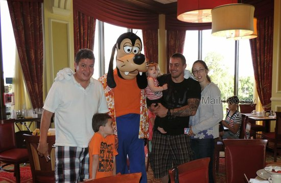 Wyndham Lake Buena Vista Disney Springs Resort Area: The character breakfast was awesome!