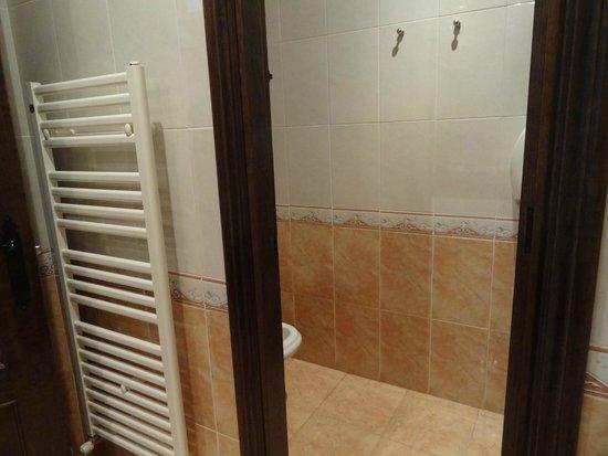 La Cepada Hotel: Separate toilet & bidet closet