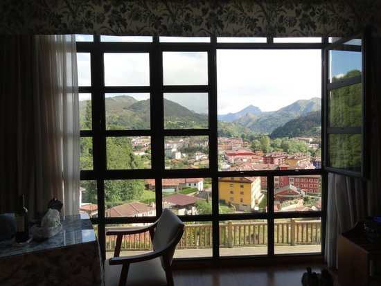 La Cepada Hotel: Huge Room with a Huge View