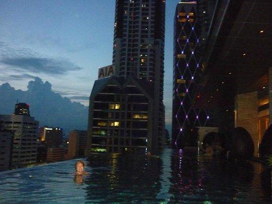 Eastin Grand Hotel Sathorn: Vista desde la piscina