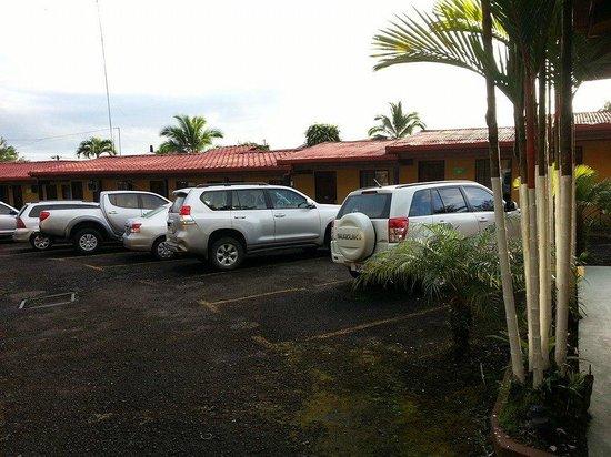 Hotel Arenal Rossi: Parqueo