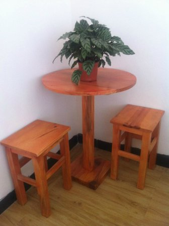 Timeless Hostel Yuanyang: wood table 木质小桌