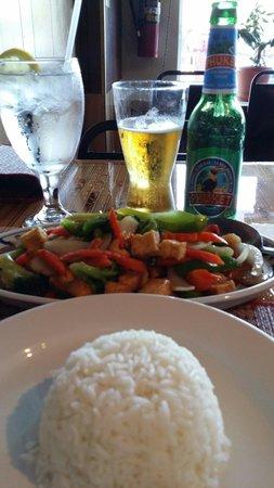 Thai Phoon: Cashew nut with tofu dinner