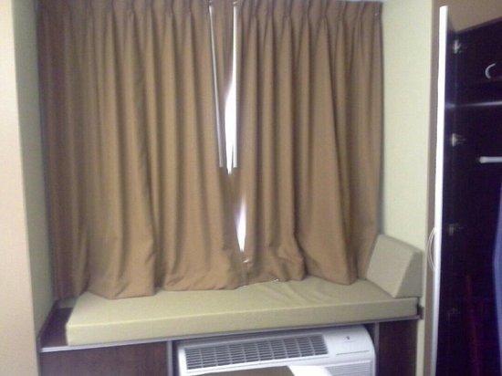 Microtel Inn & Suites by Wyndham Sylva Dillsboro Area : Window seat