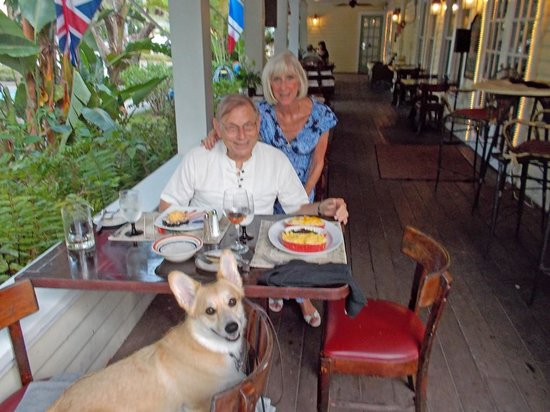 The Historic Peninsula Inn : Delightful Veranda Dining
