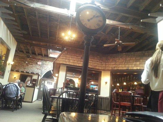 Morgan's Tavern & Grill: Nice interior.