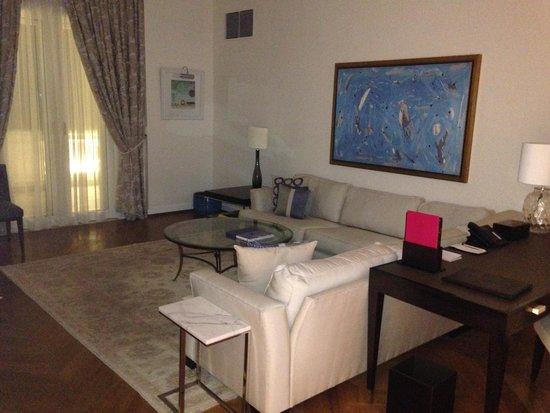 Belmond Copacabana Palace: Sala do quarto/apartamento
