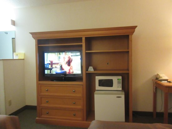 Baymont Inn & Suites Hot Springs : Television Console Unit - King Size Room Best Western Hot Springs, South Dakota