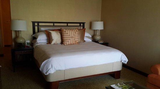 Regent Singapore, A Four Seasons Hotel: Comfortable bed