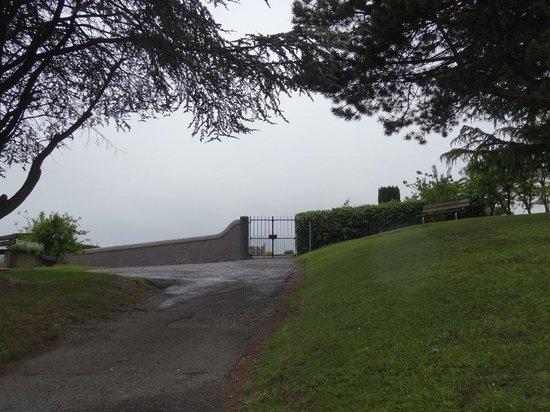 Audrey Hepburn Cemetary : 墓地の入り口