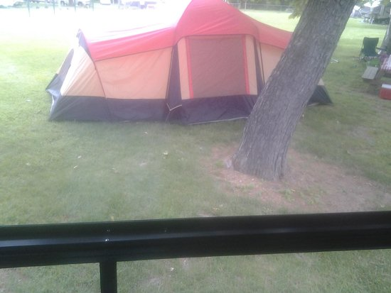 Hersheypark Camping Resort: tent right behind us