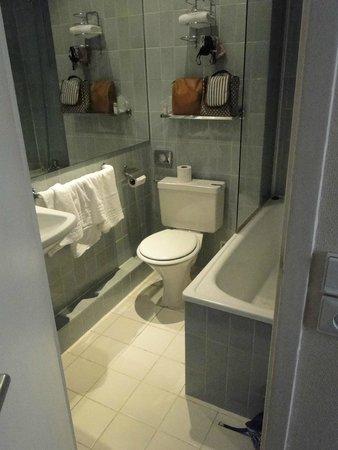 Timhotel Tour Eiffel: Banheiro